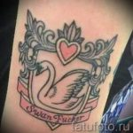 schwan-tattoo-auf-ihrem-handgelenk-ein-foto-ein-beispiel-fur-die-fertigen-tatowierung-1013-tatufoto-ru