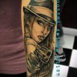 Tattoo-Mädchen mit einer Pistole - ein Foto des fertigen Tätowierung 01092016 1051 tatufoto.ru