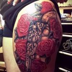 Tattoo-Pistole auf den Oberschenkel - ein Foto des fertigen Tätowierung 01092016 1054 tatufoto.ru