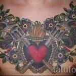 pistolets de tatouage sur sa poitrine - une photo du tatouage fini 01092016 1025 tatufoto.ru