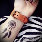 simple tattoo on her wrist - a photo of the finished tattoo 02092016 1080 tatufoto.ru