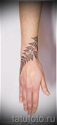 Классная тату папоротник на фото – для статьи про значение татуировки 11