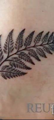 Классная тату папоротник на фото – для статьи про значение татуировки 19