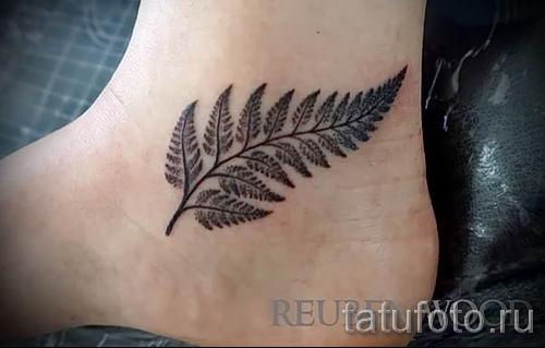 Классная тату папоротник на фото - для статьи про значение татуировки 19