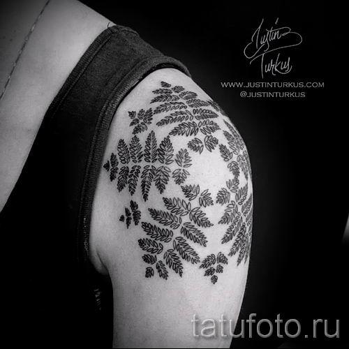 Классная тату папоротник на фото - для статьи про значение татуировки 21