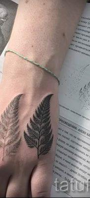 Классная тату папоротник на фото – для статьи про значение татуировки 32