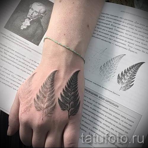 Классная тату папоротник на фото - для статьи про значение татуировки 32