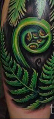Классная тату папоротник на фото – для статьи про значение татуировки 45