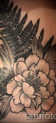 Классная тату папоротник на фото – для статьи про значение татуировки 52
