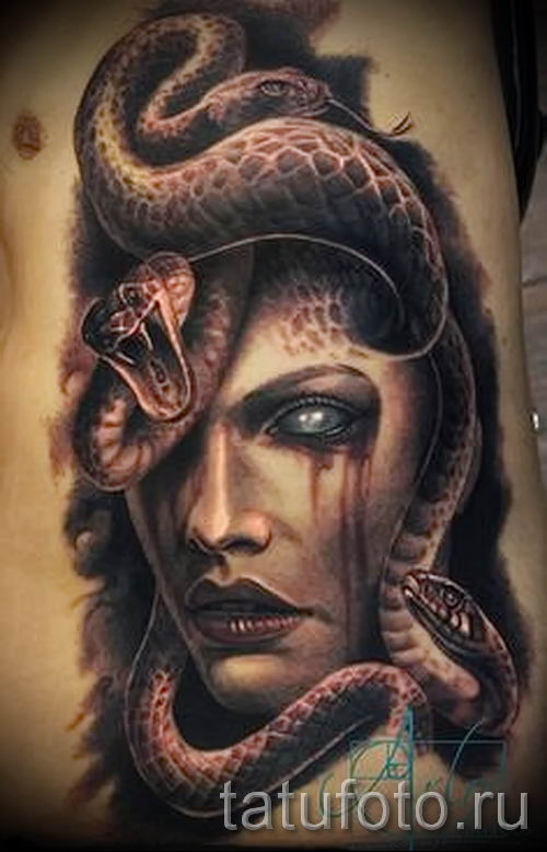 Медуза Горгона тату - фото пример для статьи про значение татуировки 17