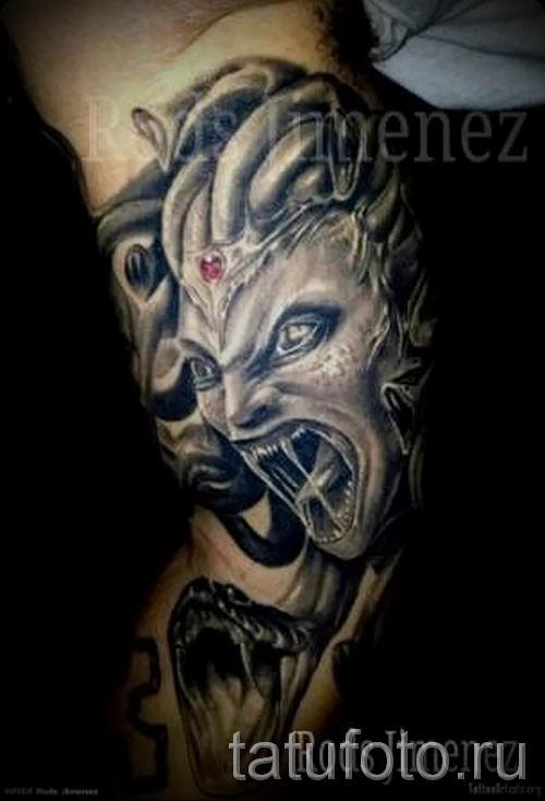 Медуза Горгона тату - фото пример для статьи про значение татуировки 51