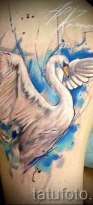 Пример татуировки с лебедем – фото для статьи про значение тату  2