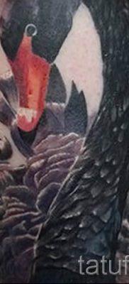 Пример татуировки с лебедем – фото для статьи про значение тату  4