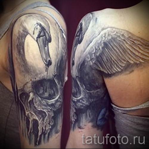 Пример татуировки с лебедем - фото для статьи про значение тату 6