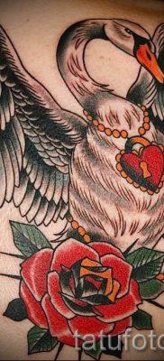 Пример татуировки с лебедем – фото для статьи про значение тату  10