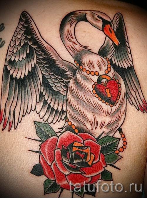 Пример татуировки с лебедем - фото для статьи про значение тату 10