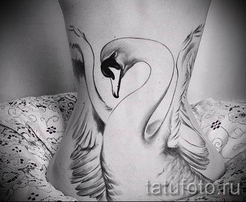 Пример татуировки с лебедем - фото для статьи про значение тату 13