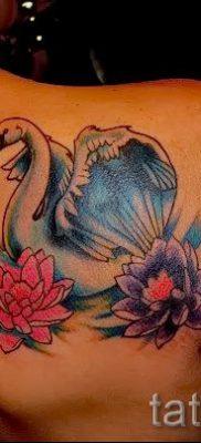 Пример татуировки с лебедем – фото для статьи про значение тату  14