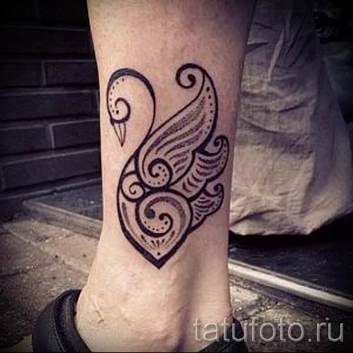 Пример татуировки с лебедем - фото для статьи про значение тату 18
