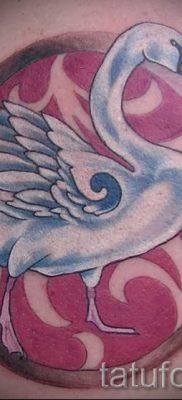 Пример татуировки с лебедем – фото для статьи про значение тату  20