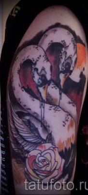 Пример татуировки с лебедем – фото для статьи про значение тату  22