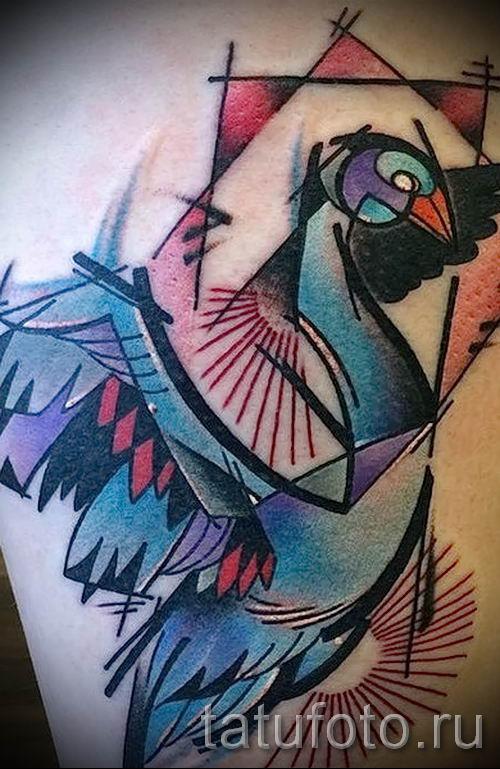 Пример татуировки с лебедем - фото для статьи про значение тату 23
