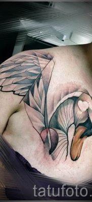 Пример татуировки с лебедем – фото для статьи про значение тату  26