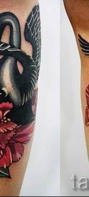 Пример татуировки с лебедем – фото для статьи про значение тату  29