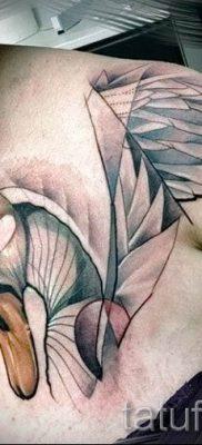 Пример татуировки с лебедем – фото для статьи про значение тату  30