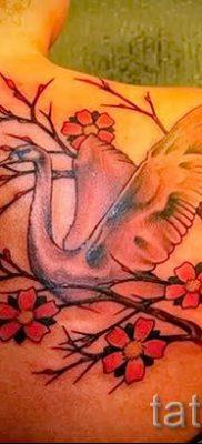Пример татуировки с лебедем – фото для статьи про значение тату  34