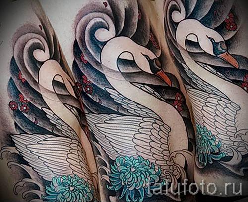 Пример татуировки с лебедем - фото для статьи про значение тату 37