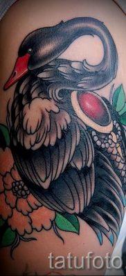 Пример татуировки с лебедем – фото для статьи про значение тату  39