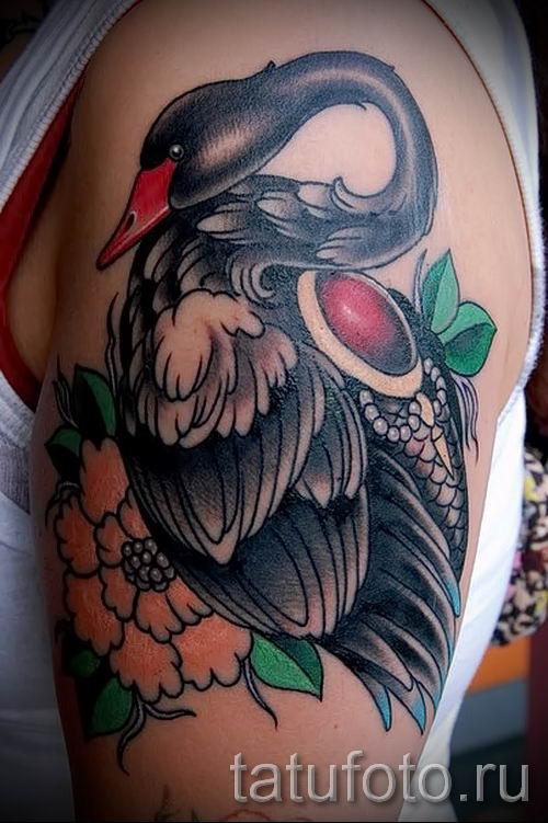 Пример татуировки с лебедем - фото для статьи про значение тату 39