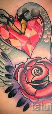 Пример татуировки с лебедем – фото для статьи про значение тату  42