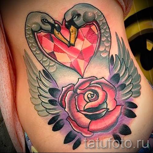 Пример татуировки с лебедем - фото для статьи про значение тату 42