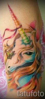 Пример фото с классной тату единорог для статьи про значение тату 2