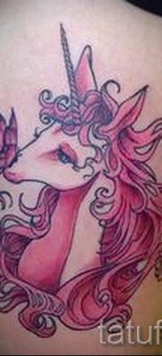 Пример фото с классной тату единорог для статьи про значение тату 3