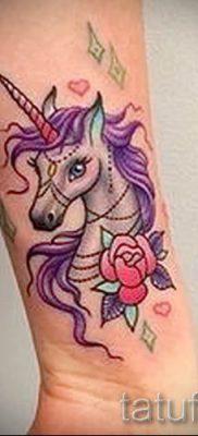Пример фото с классной тату единорог для статьи про значение тату 7