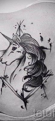 Пример фото с классной тату единорог для статьи про значение тату 12