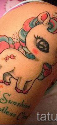 Пример фото с классной тату единорог для статьи про значение тату 16