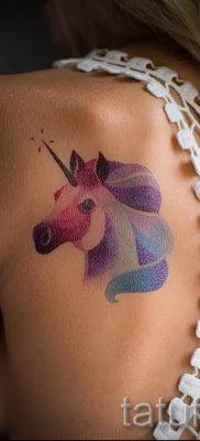 Пример фото с классной тату единорог для статьи про значение тату 20