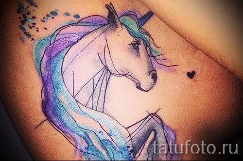 Пример фото с классной тату единорог для статьи про значение тату 23
