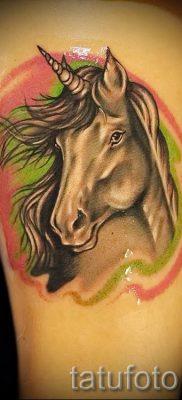 Пример фото с классной тату единорог для статьи про значение тату 35