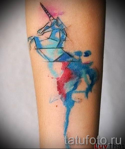 Пример фото с классной тату единорог для статьи про значение тату 37