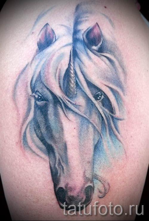 Пример фото с классной тату единорог для статьи про значение тату 45