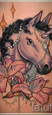 Пример фото с классной тату единорог для статьи про значение тату 47