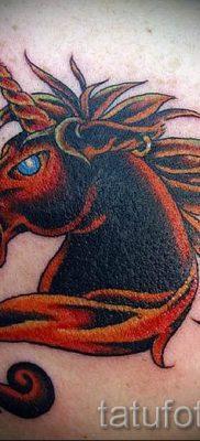 Пример фото с классной тату единорог для статьи про значение тату 48