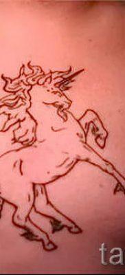 Пример фото с классной тату единорог для статьи про значение тату 52