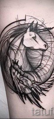Пример фото с классной тату единорог для статьи про значение тату 55