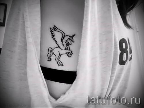 Пример фото с классной тату единорог для статьи про значение тату 64